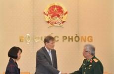 Le vice-ministre de la Défense Nguyên Chi Vinh reçoit le directeur de l'USAID Vietnam