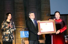 La présidente de l'AN Nguyên Thi Kim Ngân rencontre la communauté vietnamienne en France