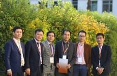 Le groupe Viettel serre la main aux scientifiques Viêt kiêu