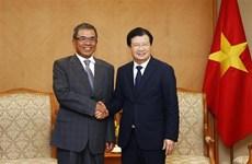 Le vice-PM Trinh Dinh Dung reçoit un dirigeant du groupe Compal