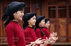 Le chant printanier dans le vent à la fête des temples des rois Hùng