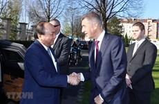 La cérémonie d'accueil officielle du Premier ministre Nguyen Xuan Phuc à Prague