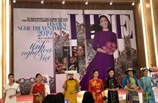 L'artisanat traditionnel étranger contribue au succès du Festival de Huê