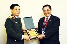 Le chef d'état-major de l'APV rencontre des officiers supérieurs russe et philippin