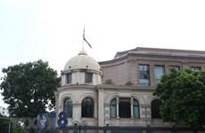 Deuil national : les drapeaux à mi-mât en mémoire de l'ancien président Le Duc Anh