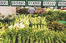 Des supermarchés remplacent le plastique par des feuilles de bananier