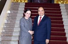 Le PM Nguyên Xuân Phuc reçoit la secrétaire d'État aux AE de Roumanie