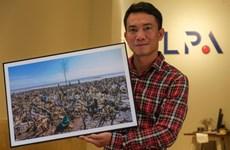 Il parcourt le pays pour photographier les sites pollués