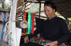 Hanoi: découvrir le tissage traditionnel au Village culturel et touristique des ethnies du Vietnam