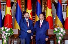 Entretien entre les Premiers ministres vietnamien et arménien