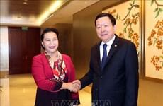 La présidente de l'AN du Vietnam rencontre un dirigeant du Suzhou