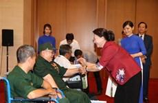 La présidente de l'AN rencontre des invalides gravement blessés