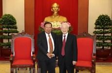 Le SG du PCV et président Nguyên Phu Trong reçoit son homologue laotien Bounhang Vorachith