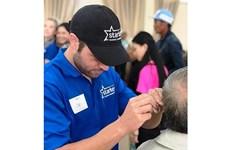 Stakey Hearing Foundation offre 1.000 appareils auditifs aux malentendants à Lâm Dông