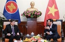 Le vice-PM et ministre vietnamien des AE reçoit le secrétaire général de l'ASEAN