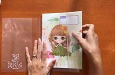 Les écoliers troquent la couverture plastique contre l'emballage papier