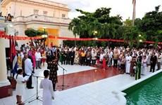 Le dirigeant cubain souhaite plus de succès au Vietnam