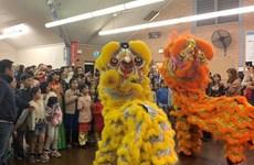 Fête de mi-automne aux enfants vietnamiens en R.tchèque et en Australie