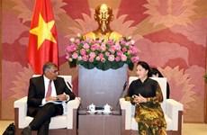 La présidente de l'AN reçoit le président de la Cour suprême de Singapour