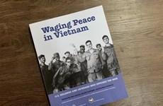 """Le livre """"Waging Peace in Vietnam"""" présenté au public"""