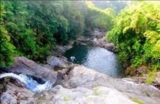 Balade vivifiante à la cascade de Pac Sui