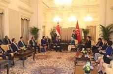 Le vice-PM Truong Hoa Binh en visite officielle à Singapour