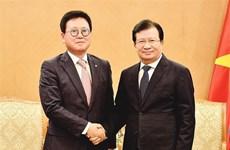 Le vice-PM Trinh Dinh Dung reçoit le directeur général de Lotte Asset Development