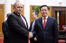 Le vice-PM Vuong Dinh Hue s'entretient avec son homologue biélorusse