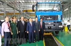 Le vice-PM biélorusse Igor Lyashenko assiste à l'inauguration de l'usine automobile Maz Asia à Hung Yên