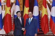 Entretien entre les Premiers ministres vietnamien et laotien