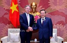 Le vice-président de l'AN Phung Quoc Hien reçoit le président du Conseil d'affaires UE-ASEAN