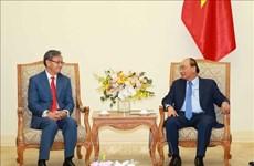 Le Premier ministre Nguyen Xuan Phuc reçoit l'ambassadeur laotien