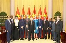 Le président Nguyên Phu Trong reçoit de nouveaux ambassadeurs