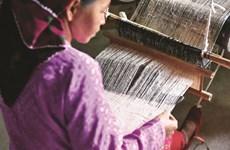 À Hà Giang, l'artisanat du brocart aide à changer de vie