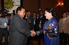 La présidente de l'AN du Vietnam rencontre le président lao