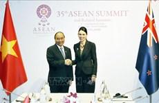 Le PM Nguyen Xuan Phuc rencontre son homologue néo-zélandaise