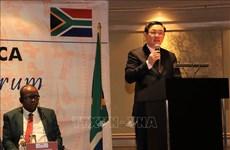 Le vice-PM Vuong Dinh Hue en visite de travail en Afrique du Sud