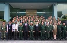 Le 2e cours de formation pour les casques bleus s'ouvre à Hanoi