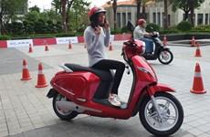 """La moto électrique VinFast, symbole de la """"circulation verte"""" à Hanoï, selon CNN"""