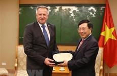 Le vice-PM Pham Binh Minh reçoit le ministre slovène de l'Economie