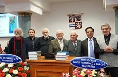 Le Grand dictionnaire tchèque-vietnamien, lauréat du prix littéraire tchèque 2019