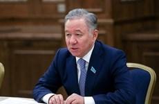Le président du Majilis du Kazakhstan entame sa visite au Vietnam