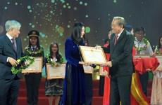 120 jeunes exemplaires issus de minorités ethniques honorés