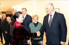 La présidente de l'AN Nguyen Thi Kim Ngan rencontre des dirigeants du Parti communiste de Biélorussi