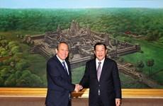 Le vice-PM Truong Hoa Binh rencontre des dirigeants cambodgiens