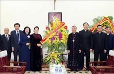La présidente de l'AN Nguyen Thi Kim Ngan félicite Noël à l'archevêque de Hanoi