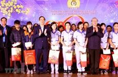 Des dirigeants offrent des cadeaux à des familles démunies à Ha Giang et Phu Tho