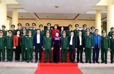 La présidente de l'AN visite le commandement militaire de Dak Lak