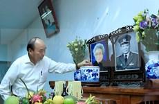 Le Premier ministre Nguyên Xuân Phuc rend hommage aux dirigeants décédés