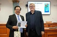 Le Grand dictionnaire tchèque-vietnamien élu «Dictionnaire de l'année»